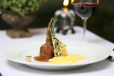 Carre de Javali ao Vinho: exotismo saboroso