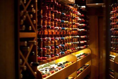 245 rótulos na adega do Terraço Itália: vinhos de varias nacionalidades, mas prevalece as cepas italianas