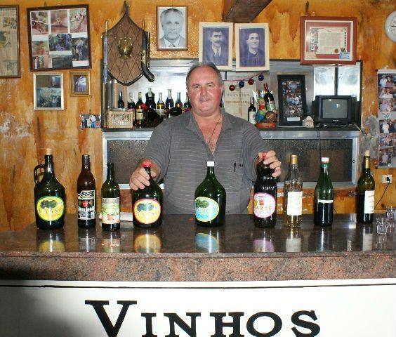 Rogério Basso administra a vinícola centenária com a ajuda de seu tio
