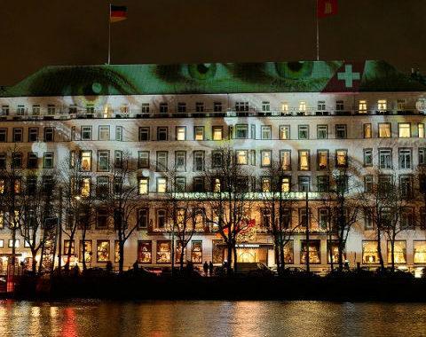 SWISS transforma monumentos com iluminação por toda a Europa