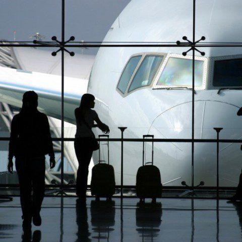 Tráfego aéreo global de passageiros sobe 4,6% em abril
