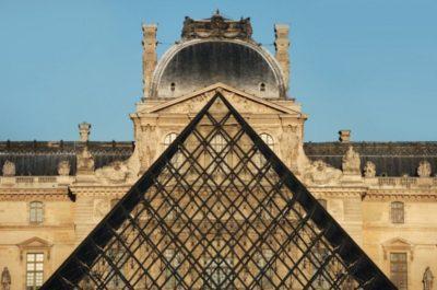 A pirâmide de vidro do arquiteto sino-americano I.M. Pei, no Louvre /Foto: Thinkstock