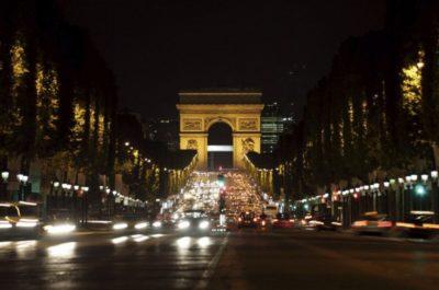 O Arco do Triunfo foi encomendado por Napoleão Bonaparte no auge da abundância imperialista de seu país no início do século 19  Foto: Thinkstock