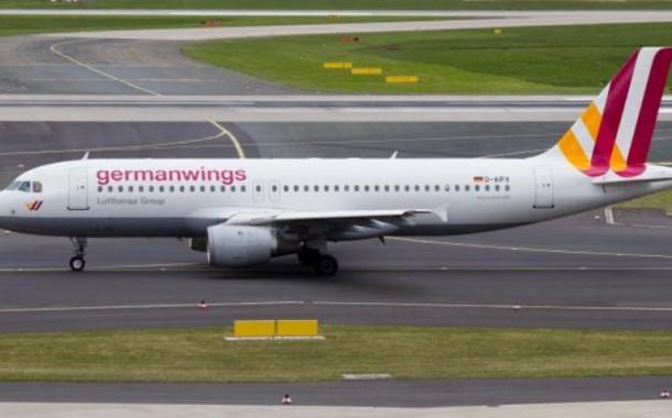 Avião caiu em área inacessível para veículos nos Alpes franceses