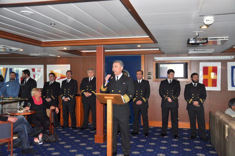 Tripulação é apresentada pelo comandante Rodrigo Navarro