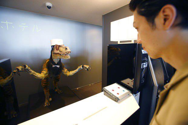 Robô recepcionista recebe hóspedes em hotel no Japão (Foto: Shizuo Kambayashi/AP)