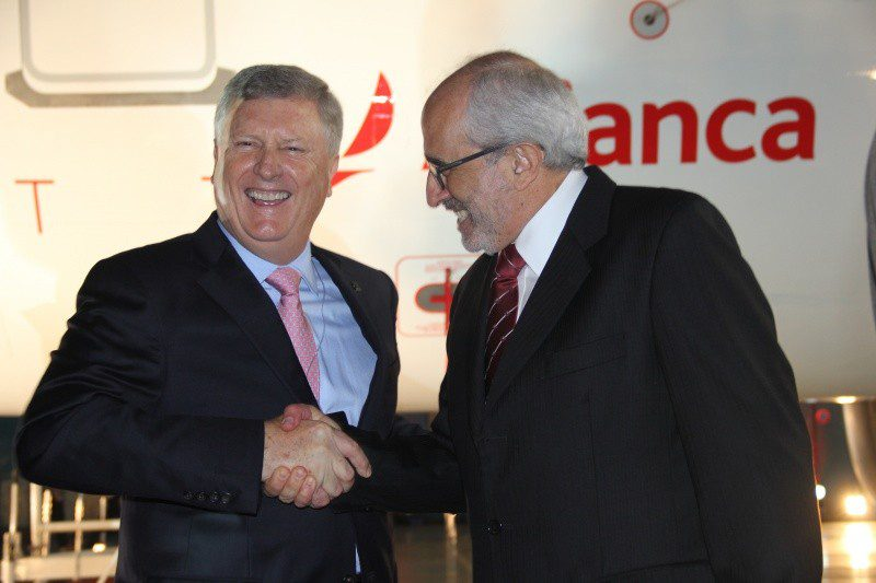 Mark Schwab, CEO da Star Alliance, e José Efromovich presidente da Avianca Brasil selam a parceria