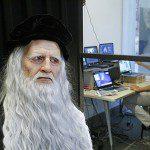 """Da Vinci """"ressurge"""" como androide e interage com visitantes em museu de Milão"""
