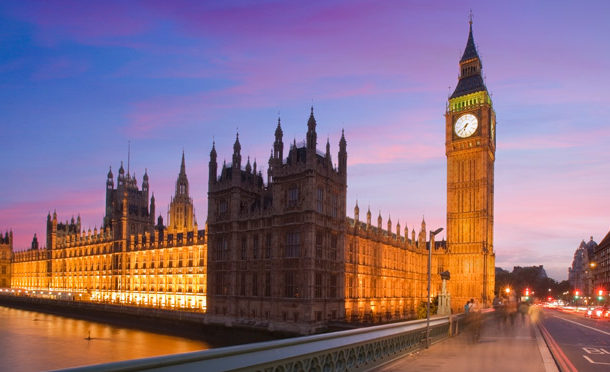 Reino Unido decide deixar União Europeia e premiê irá renunciar