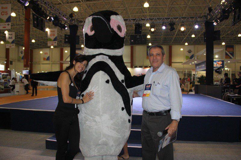 João Araújo e a representante de vendas, Daniela Armentano