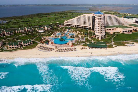 IBEROSTAR Cancún, Cancun, México. O projeto permitirá adicionar ao hotel uma nova torre com 156 novos quartos