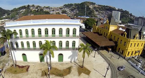 Rei Pelé doa acervo de seu museu à cidade de Santos