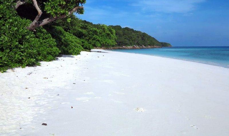 Tailândia fecha ilha paradisíaca aos turistas