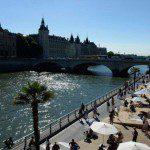 """Paris abre sua """"praia"""" no Sena sob forte segurança"""