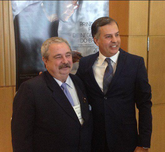 Presidente da Ubrafe, Armando e, ao lado, Winston Chagas, diretor do Centro de Convenções Frei Caneca, durante evento da Ubrafe. (Foto: DIÁRIO)