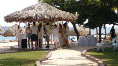 Cerimônia de casamento realizada no Sunscape Resort. O empreendimento conta com colaboradora brasileira para atender o público do Brasil.
