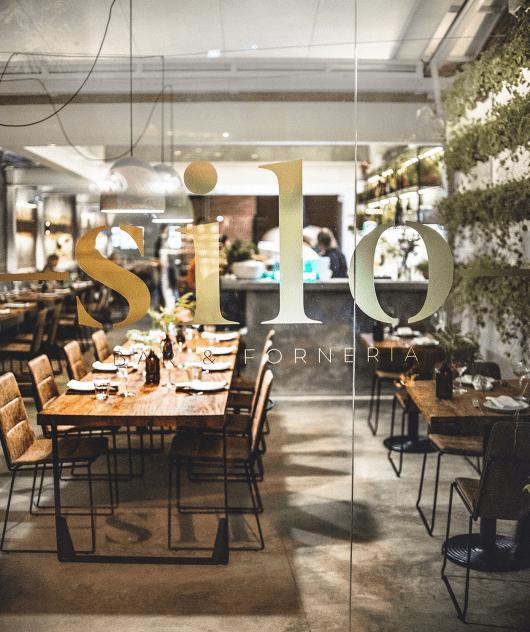 Além de uma refeição com sabor, aconchego e modernidade definem bem o clima do ambiente do Silo Bar & Forneria. (Foto: divulgação)