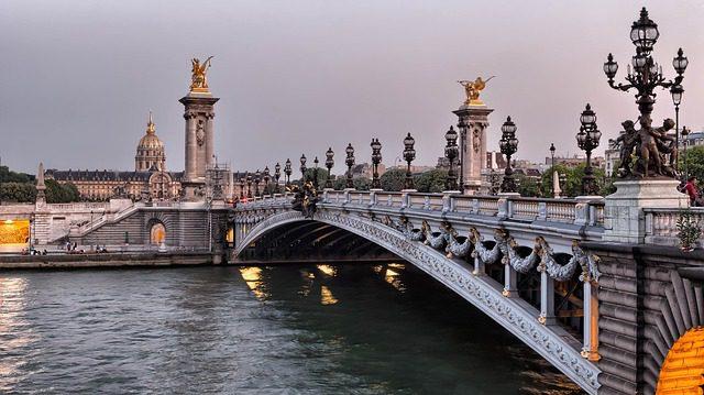 Entre as mulheres, o país preferido para a viagem com o namorado foi a França (21,2%) - (Foto: arquivo DT)