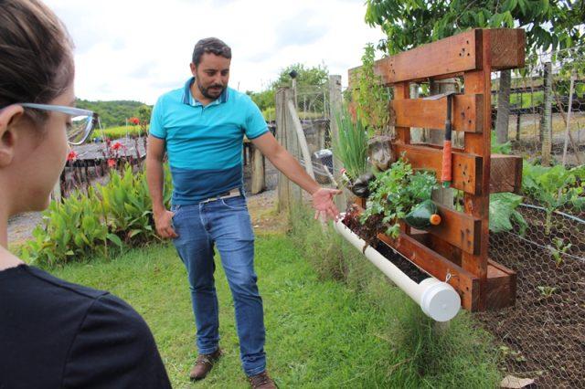 O engenheiro Claiton, da Nordesta, nos conta sobre as hortas verticais