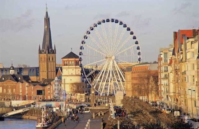 Düsseldorf realiza tour fashion pela cidade e chama a atenção dos turistas