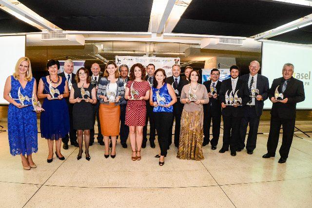 Premiados na última versão, em evento que ocorreu no Museu Oscar Niemeyer (Foto: divulgação)
