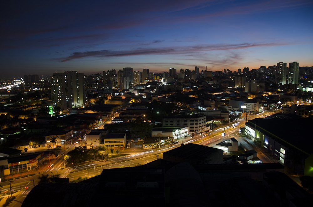 Vista noturna de Guarulhos (Foto: Márcio Monteiro)