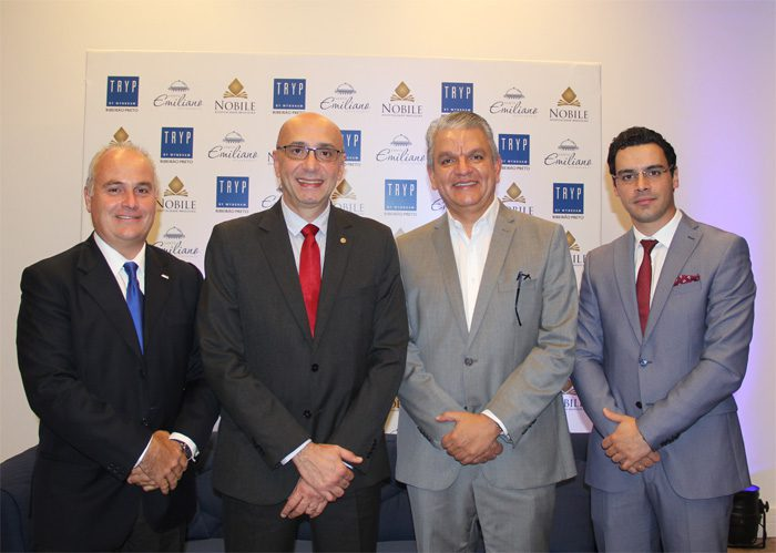 Diego Filardi (consultor de desenvolvimento) da Wyndham, Ricardo Pompeu (Vice-Presidente) da Nóbile, Michel Otero (diretor de desenvolvimento) da Nobile) e Rafael Menna (Chief Executive Officer) da Nobile (Foto: DT)