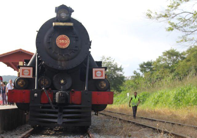 Guararema tem viagem de Maria Fumaça que atiça memória de turistas