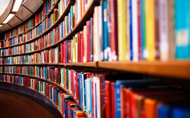 Utilidade pública: alunos buscam ajuda para montar biblioteca comunitária no Jardim Canadá