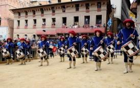 Palio di Siena traz clima medieval e hospedagem no Hotel Laticastelli, na Toscana