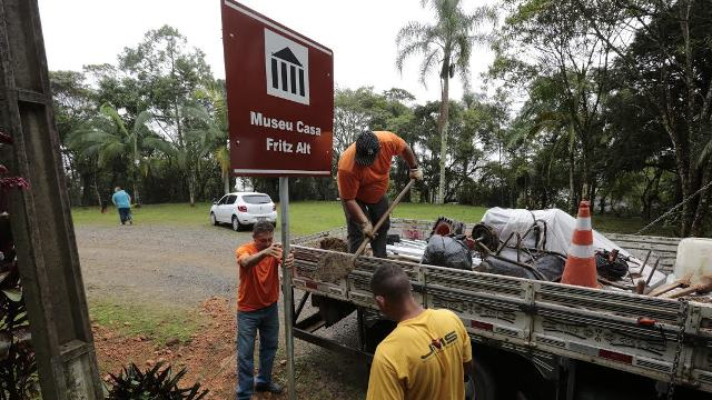 Joinville recebe novas placas de sinalização turística