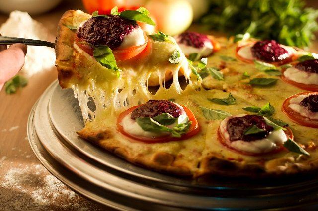 A famosa pizza Caprese da Paulino (Foto: divulgação)