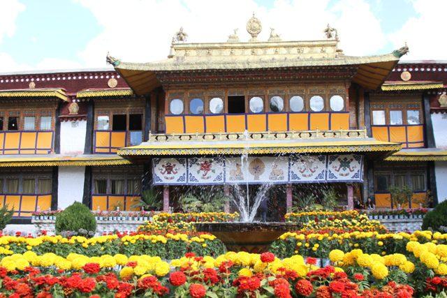 """O Norbulingka,, literalmente """"O Parque com Jóias"""", é um palácio localizado no Tibete"""