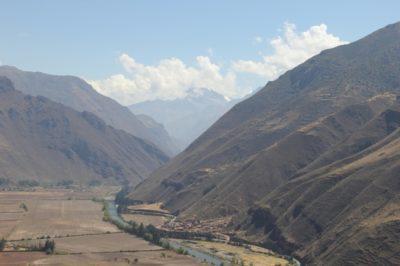 Rio Ollantaytambo corta o Vale Sagrado de ponta a ponta