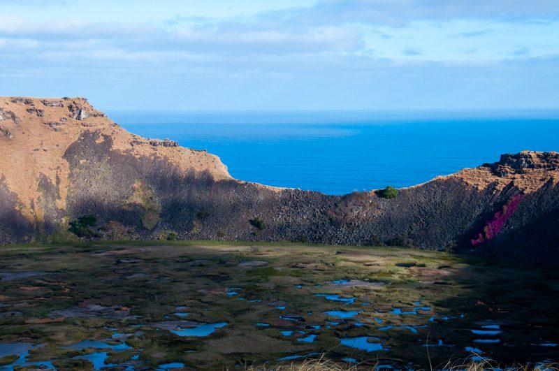 Vulcão Rano Kau: grande buraco de 1,5 km de diâmetro
