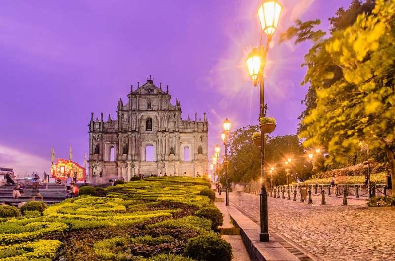 Ruínas de São Paulo: placas escritas em língua portuguesa