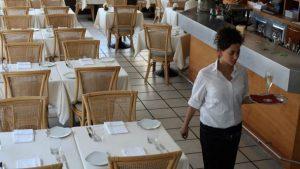 Nada mais deprimente que comer em restaurante vazio onde clientes, atendentes e até moscas somem de vista