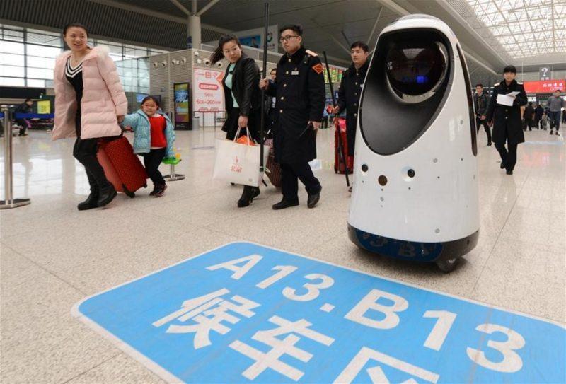 Robôs facilitam vida de quem viaja de trem na China
