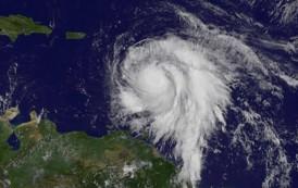 Furacão Maria ganha força e segue o rastro do Irma