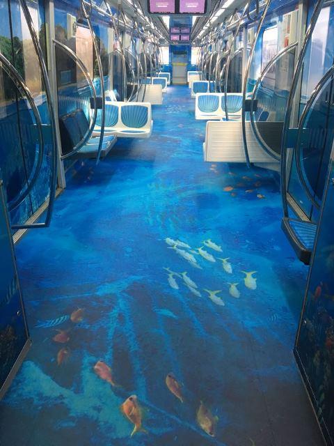 Pernambuco adesivado no piso, nos bancos e nas paredes do Metro de São Paulo