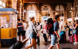 Pesquisa aponta que Millennials preferem viajar em grupos e são os mais preocupados com segurança
