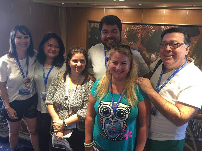 Luck e Caroline (da Albatroz) junto a outros agentes de viagem