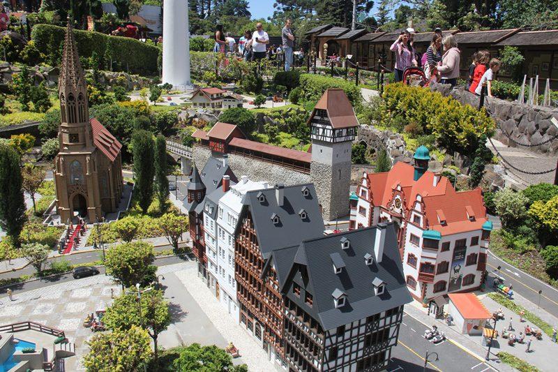 O Parque fica colado ao hotel e possui centenas de miniaturas de construções que estão espalhadas pelo mundo
