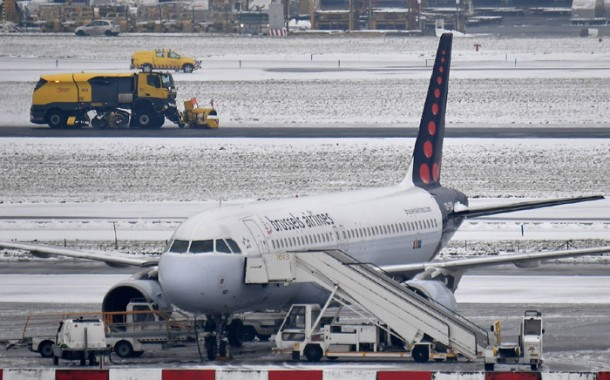 Vários aeroportos da Europa permanecem fechados devido a nevasca