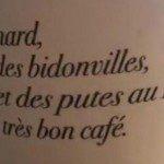 Rede de cafeterias da França distribuem copos com frase ofensiva aos brasileiros