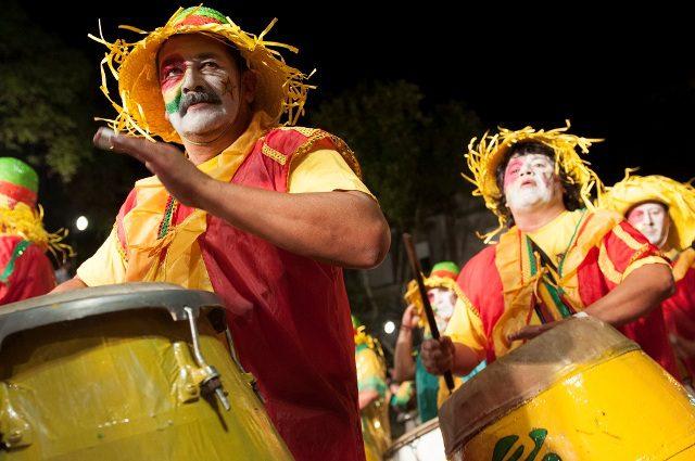 O Carnaval no Uruguai começa na ultima semana de janeiro e termina em meados de março (Crédito Pasaporte News)