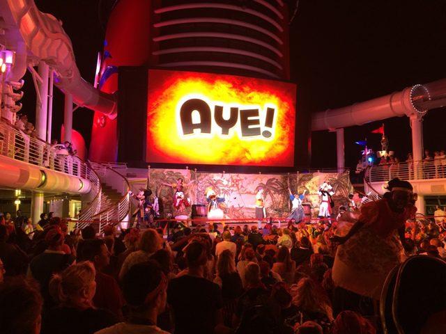 A festa dos piratas é uma das que mais animadas com boa participação dos passageiros fantasiados (Crédito LB - DT)