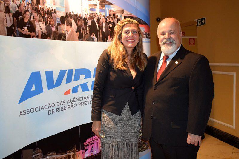 O presidente Leandro Oliveira aproveitou para apresentar Daniela Monnerat, gestora comercial e novos projetos da associação (Crédito: Ana Azevedo / DT)