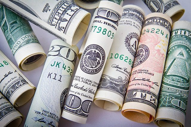 Dólar segue o exterior e vai abaixo de R$3,20; julgamento de Lula continua no radar