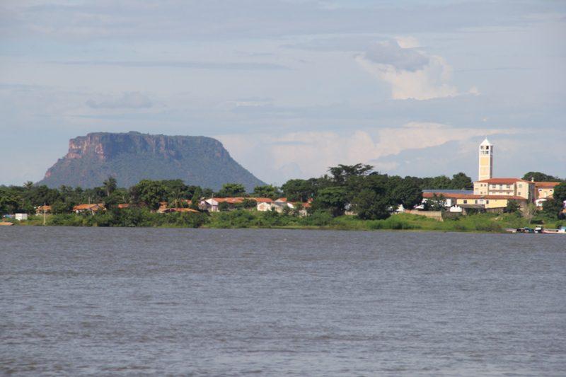 Carolina, às margens do Rio Tocantins, é uma das portas de entrada para a Chapada das Mesas